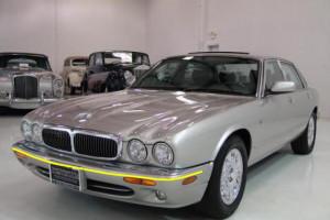 Jaguar-xj8-002