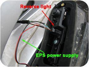Conecte el cableado de la fuente de alimentación a la lámpara reversa